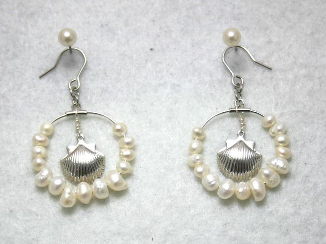 真珠と貝のピアス