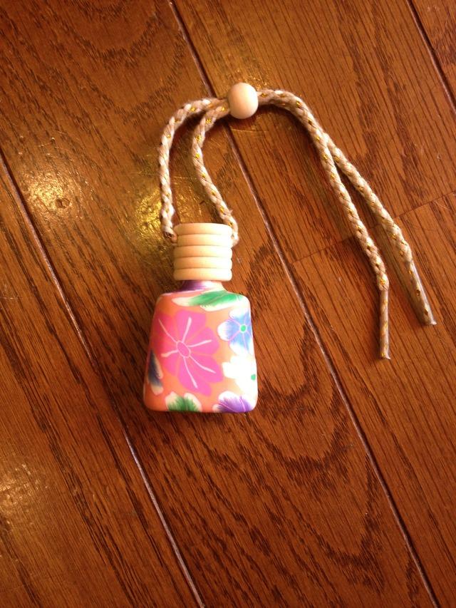 粘土の香水瓶