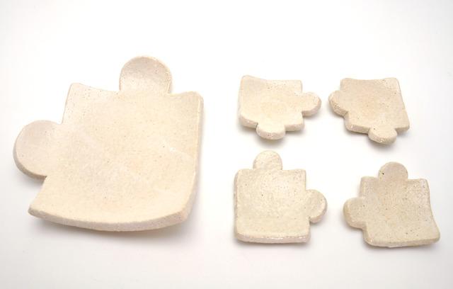ジグソーパズルのセット皿(しろ)