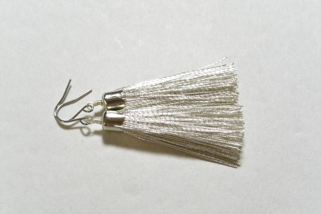 銀糸のピアス(チタンフック)