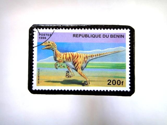 ベニン 恐竜切手ブローチ 014