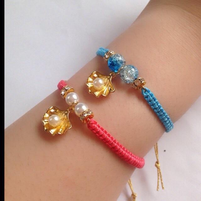 ガラスビーズと真珠貝のミサンガブレスレット(刺繍糸27色から ...