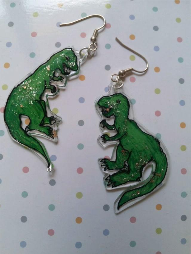 送料無料 恐竜ピアス ティラノサウルス グリーン