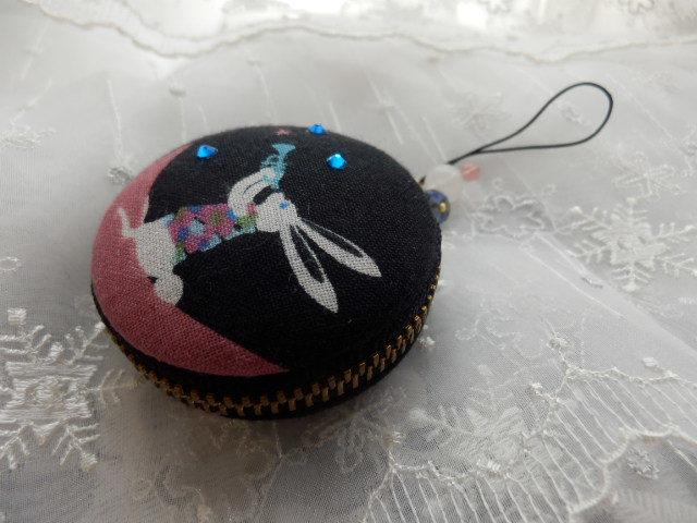 中型 三日月うさぎの星マカロン (天然石の飾りつき)