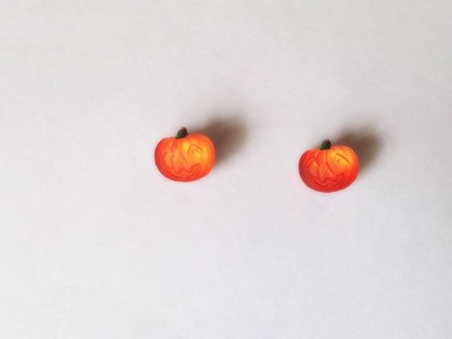 再 ハロウィン ヴィンテージガラス かぼちゃ ピアス(樹脂ポスト)