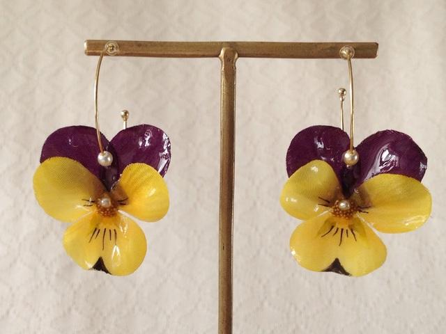 染め花を樹脂加工したビオラのフープピアス(M・紫黄色)