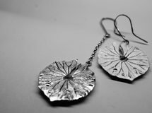 leaf of water lily pierce & pendant