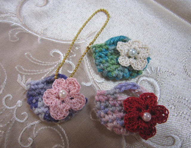 q02_マーブル糸で編んだミニマルシェバッグ3個セット★バッグチャームに