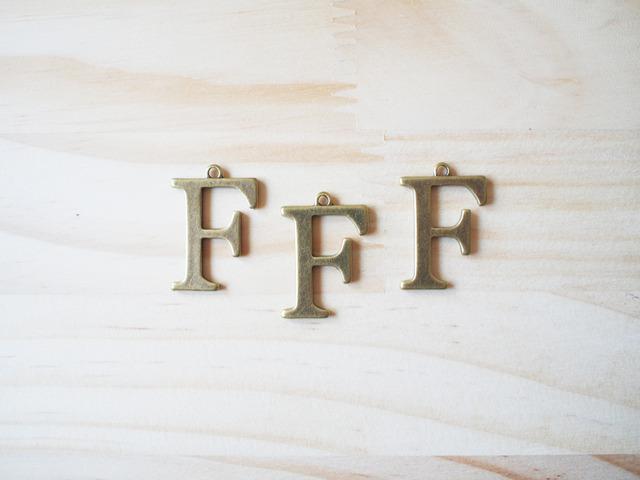 Alphabet F, Vintage Charm, ����ե��٥å�