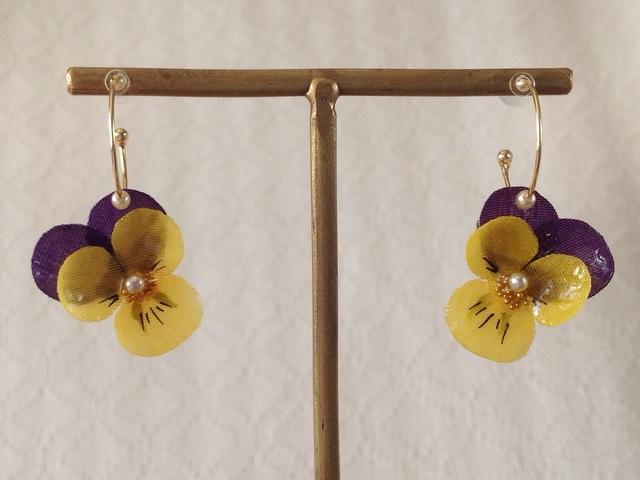 染め花を樹脂加工したビオラのフープピアス(SS・紫黄色)