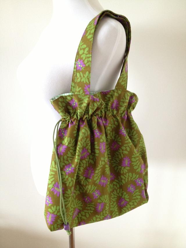 葉っぱ模様の大きめバッグ