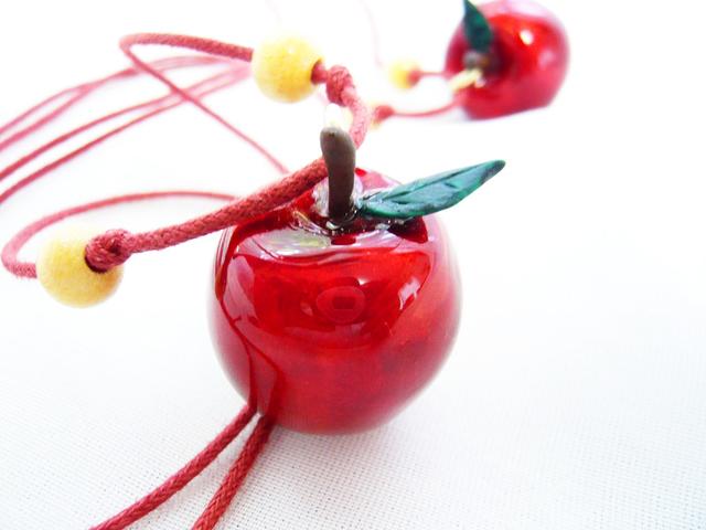 【再々販】白雪姫の林檎ペンダント