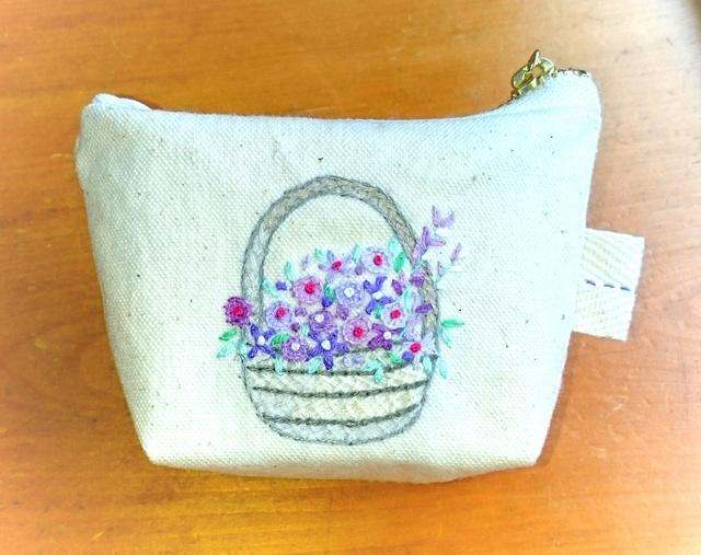 紫のお花のミニミニポーチ(手刺繍)