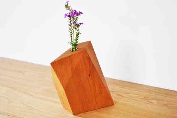 ケヤキの花飾り木
