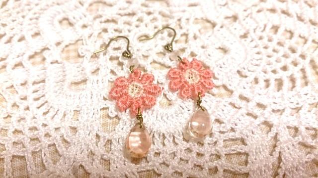 【送料込】ピンクお花モチーフと雫ビーズのピアス