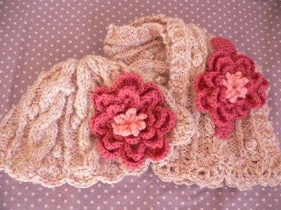 【編み図】お花コサージュのついたベビー用マフラーとニット帽
