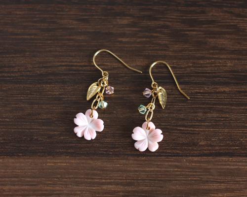 【さくら、咲く】 クイーンコンクシェルの桜ピアス/p533