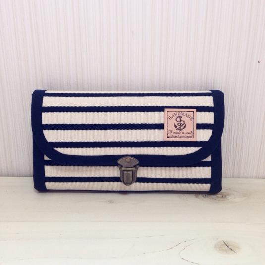 ニットボーダーの長財布(オフホワイト・コインパース1つ)