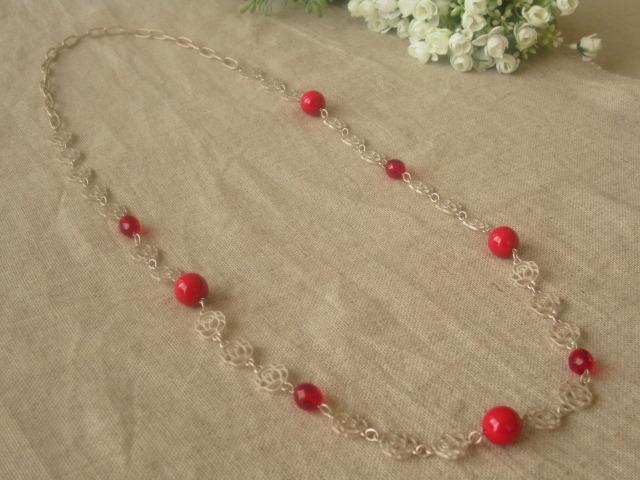レッドのネックレス
