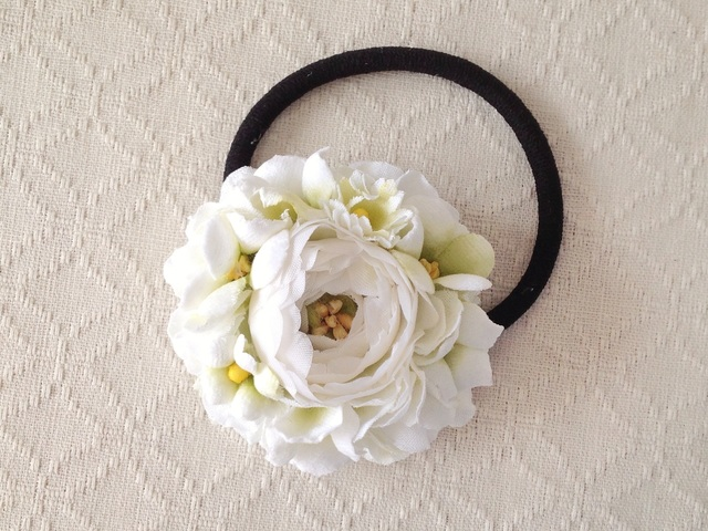 染め花のヘアゴム(ホワイト&グリーン)