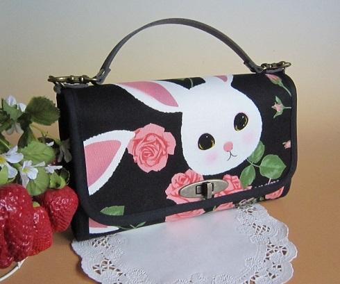 ウサギと薔薇のお財布バック(ブラック)3