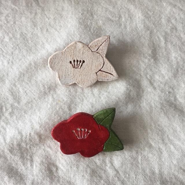 【陶土】白椿 ツバキ ブローチ