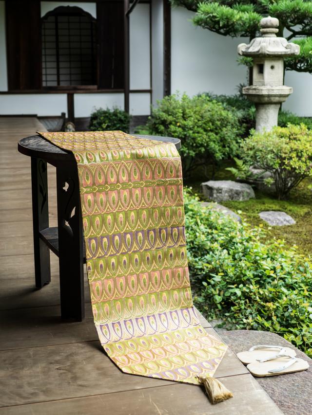 西陣金襴正絹 羽重紋様テーブルランナー...