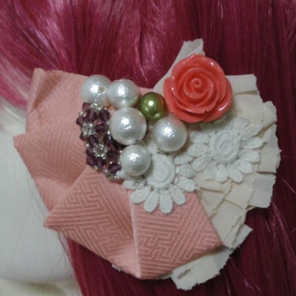 送料込み ピンクの着物生地を使った扇のようなバレッタ