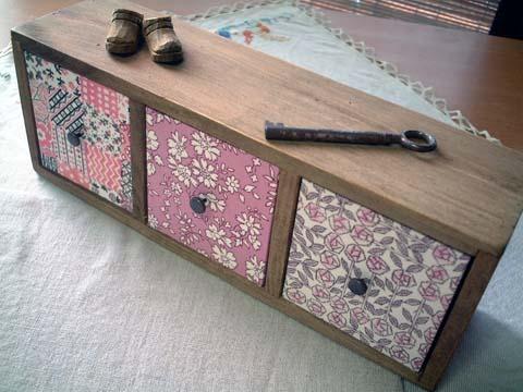 リバティ引き出しつき木製飾り棚MiloCapelSleeping