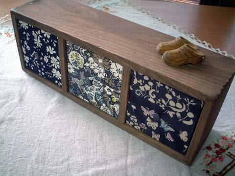 リバティ引き出しつき木製飾り棚Black