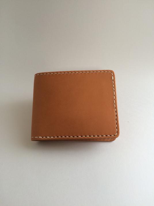 ラティーゴ革の二つ折り財布
