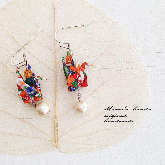 カラフル color  お祭り 折り鶴 コットンパール スワロ ピアス