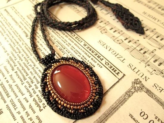 T様ご予約品:ビーズ刺繍の天然石ペンダント 071