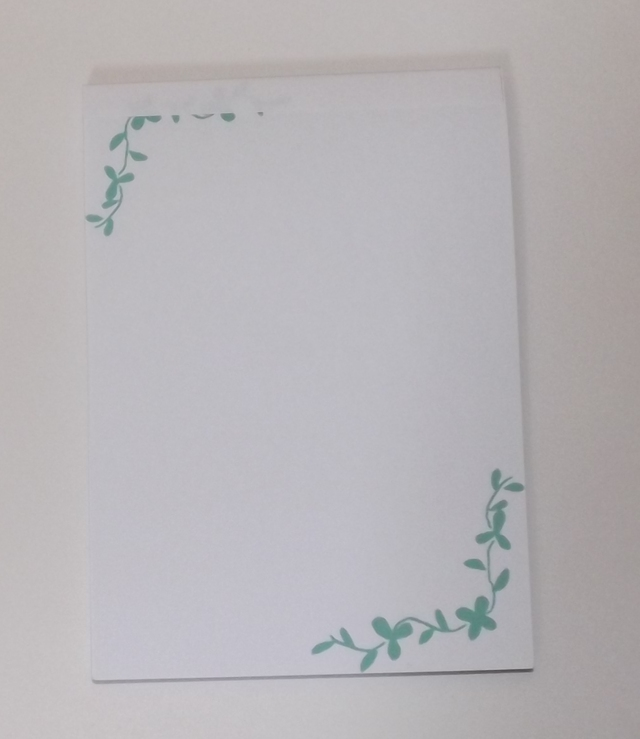 クローバー柄のメモ帳