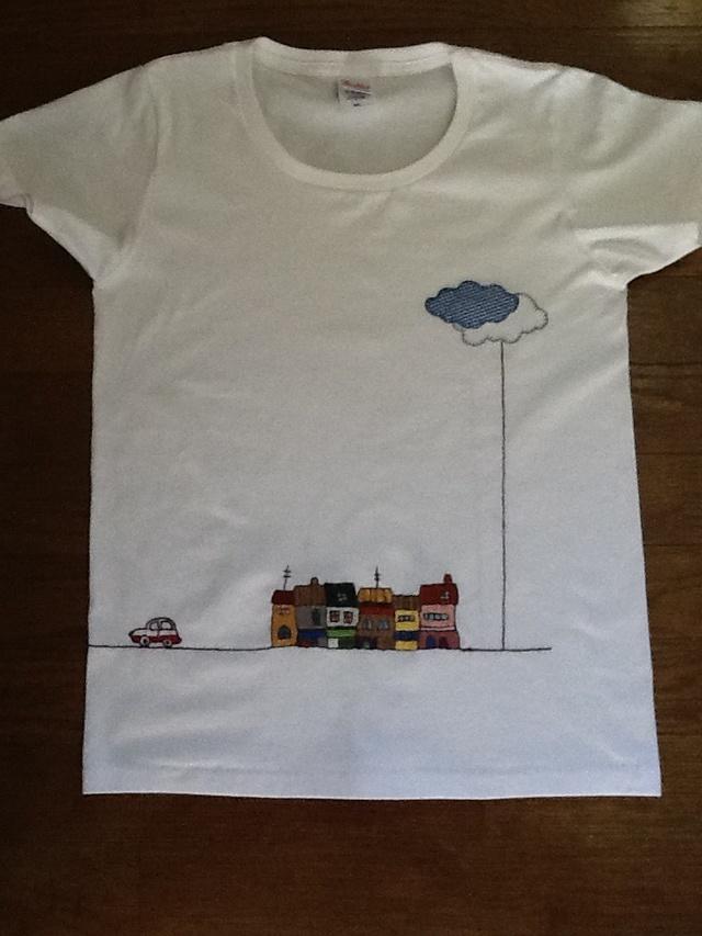 手刺繍のTシャツ