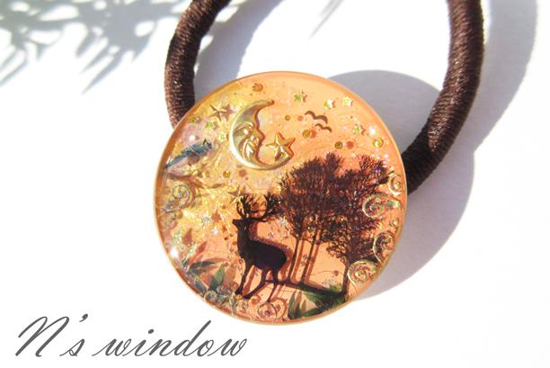夕暮れの森と鹿のヘアゴム