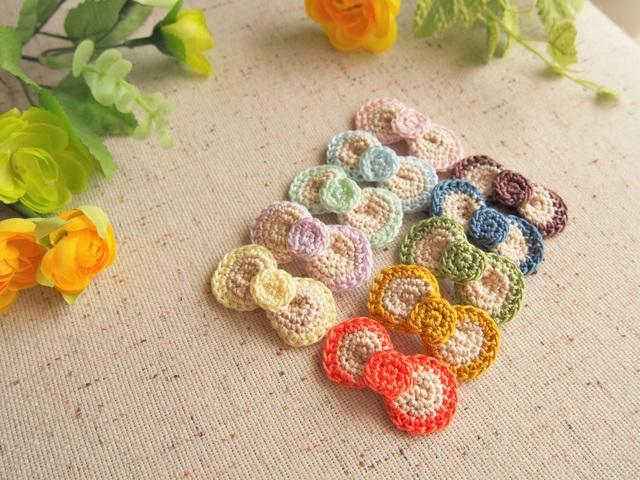 手編みまんまるりぼんのブローチ
