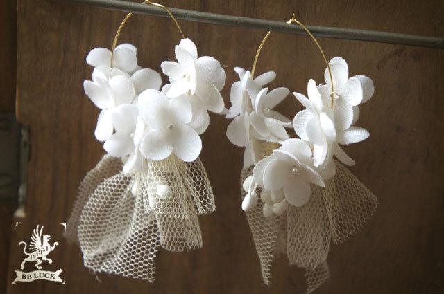 pierce  【 ちいさな紫陽花とチュールのピアス* white 】