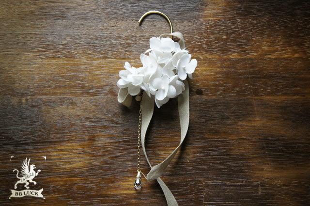 ear hook  【 ちいさな紫陽花とリボンのイヤーフック * white  】