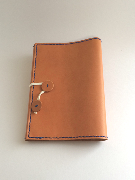 ラティーゴ革の文庫本ブックカバー