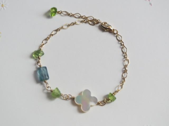 ブルーグリーンアパタイトと白蝶貝クローバーのブレスレット