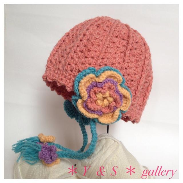 【受注製作】お花の耳当てニット帽 サーモンピンク