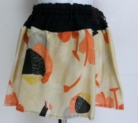 黒の羽織と羽織の裏地で作ったミニスカート 519