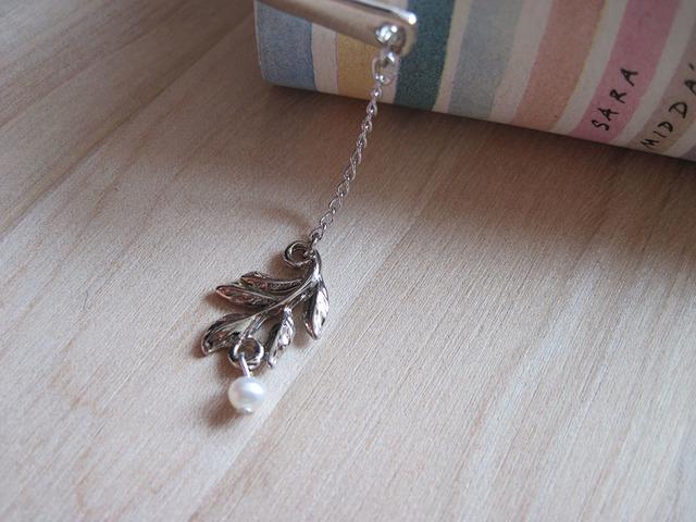 しおり ブックマーク 木の葉にパール