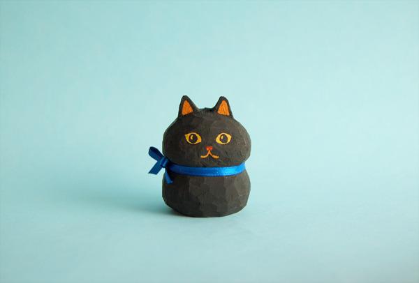 木彫り人形 青いりぼんの黒猫  [MWF-035]