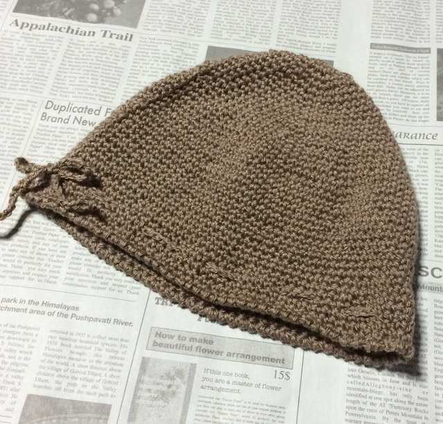 濃いベージュの帽子