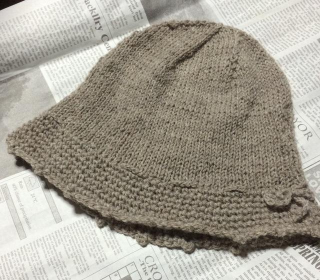 ベージュの帽子
