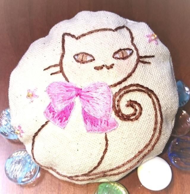 猫ちゃんのブローチ(手刺繍)