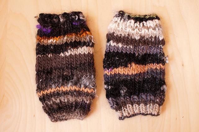 手紡ぎ糸のハンドウォーマー 見習い魔女の魔法陣- 手袋