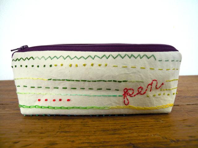 鉛筆とルーラー刺繍のペンケース
